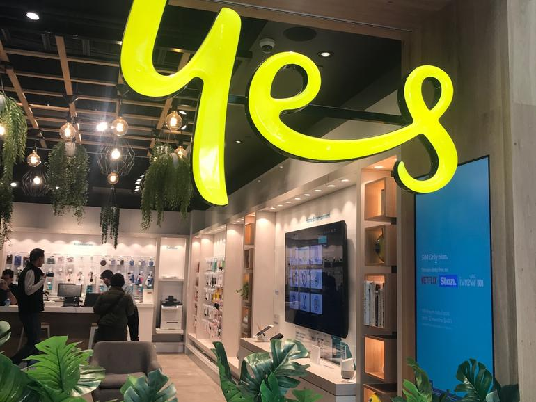 Singtel and Optus make 5G AR call with Ericsson and Oppo